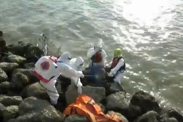 Temuan Mayat di Pantai Boom, Dievakuasi Petugas COVID-19