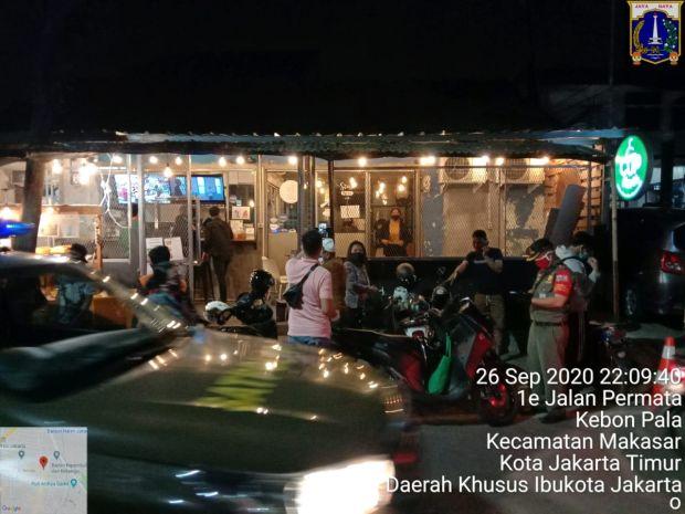 Layani Pengunjung Makan di Tempat, Dua Kafe di Kebon Pala Jaktim Ditutup 3 Hari