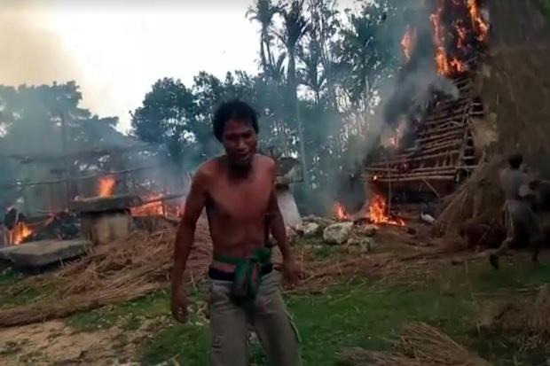 Petir Diduga Penyebab Kebakaran Hebat di Kampung Adat Umbu Koba