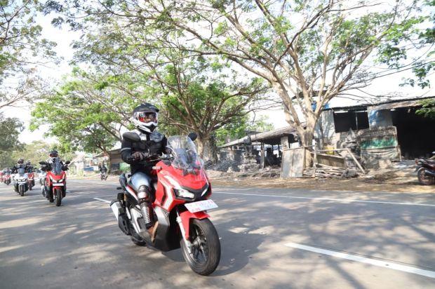 Naik Motor Aman, Perhatikan 120 Potensi Bahaya di Jalan