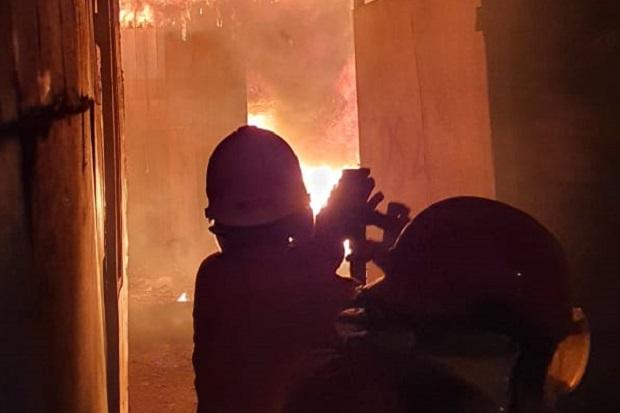 Toko Sembako di Pasar Baru Probolinggo Ludes Terbakar