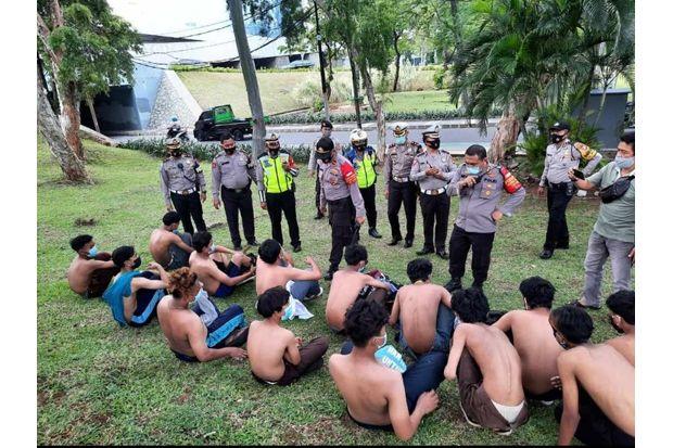 Polisi Amankan 18 Orang Diduga Kelompok Anarko di Semanggi