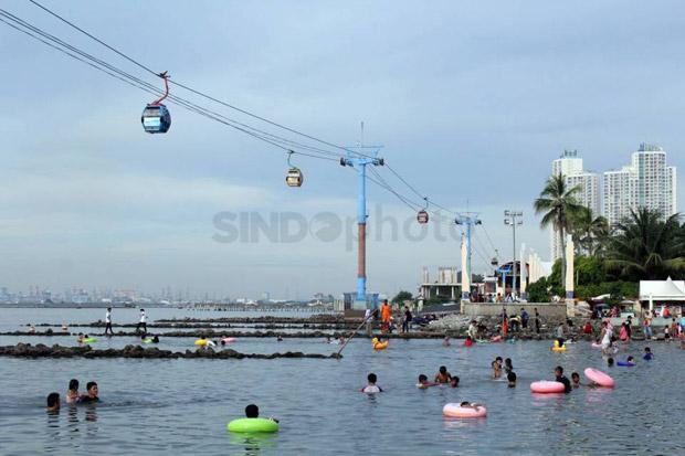 Hore, Akhirnya Pengunjung Bisa Berenang di Pantai Ancol
