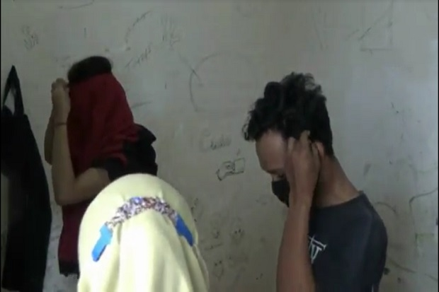 Siang-siang 8 Pasangan Diciduk Saat Asyik Mesum di Kamar Kos