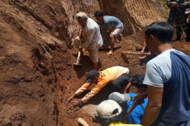 Longsor Terjang Kudus, Dua Pekerja Tewas Tertimbun Tanah Sedalam 2 Meter
