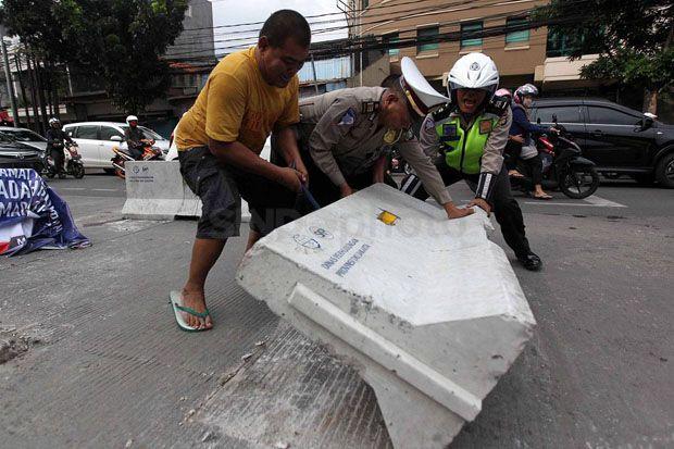 Halau Massa Masuk Kawasan Istana Negara, Polisi Pasang Pembatas Beton