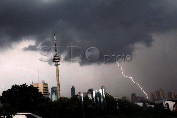 Peringatan Dini Cuaca DKI, Ada Potensi Hujan Disertai Kilat dan Angin Kencang