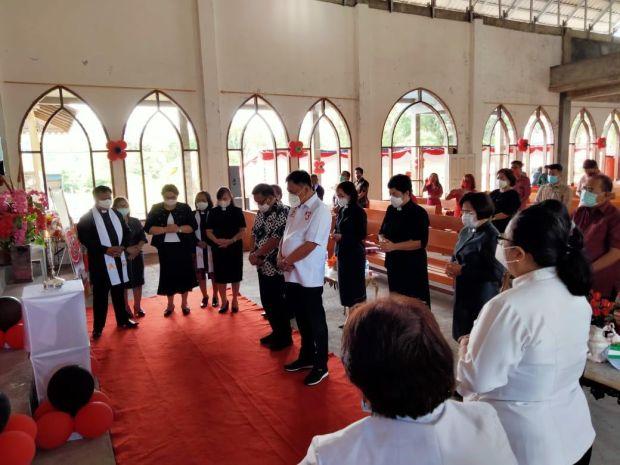 Hadiri Ibadah di 3 Gereja, Olly: Terapkan Terus 3 M, Kita Selamat