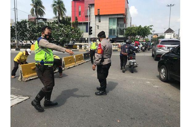 Jalan Gajah Mada Diblokade Polisi, Ratusan Personel dari Polda Aceh Lakukan Penjagaan
