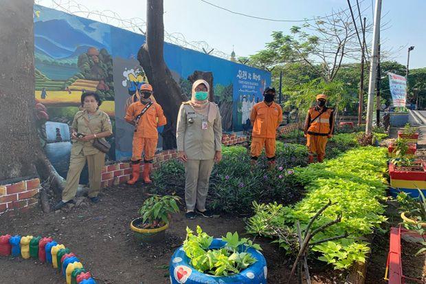 Pemkot Jakut Sulap Lahan Kosong di Koja dengan Taman dan Kreasi Barang Bekas