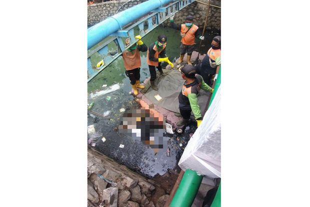 Mayat Wanita Ditemukan Mengambang di Cengkareng