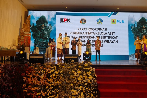 KPK RI Serahkan Sertifikat Aset Kepada Pemkot Denpasar