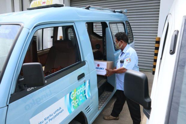 Peduli Angkot, Suzuki Bagi-bagi Masker dan Hand Sanitizer