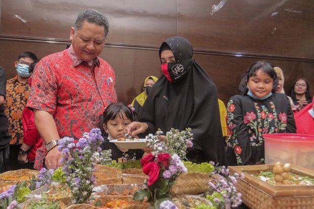 Ultah Wakil Wali Kota Surabaya Whisnu Sakti Ramai Dihadiri Relawan dan Warga