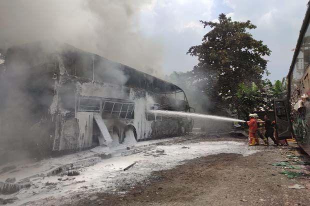 Bus Double Decker Ludes Terbakar di Poll Lorena Cilandak, Netizen: 2M Angus