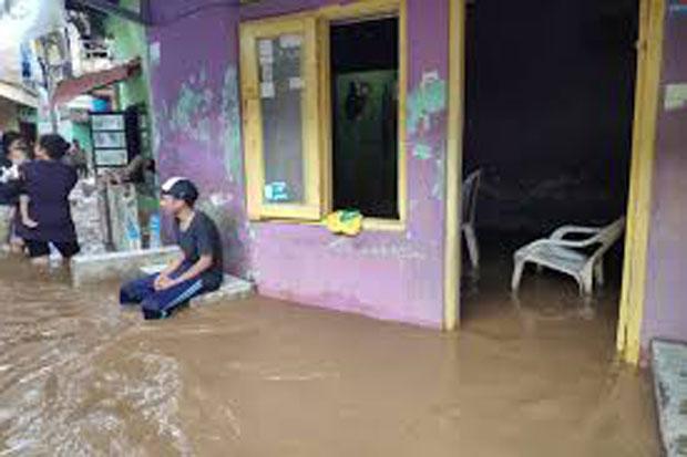 Diguyur Hujan Sejak Sore, Ratusan Rumah di Bogor Terendam Banjir