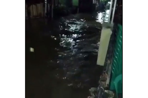 Perumahan Vila Nusa Indah Bekasi Terendam Banjir 2 Meter