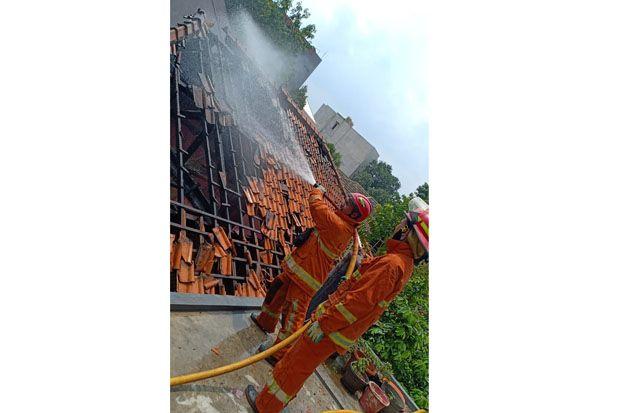 Kebakaran Hebat Lalap Rumah Konveksi di Kebon Jeruk