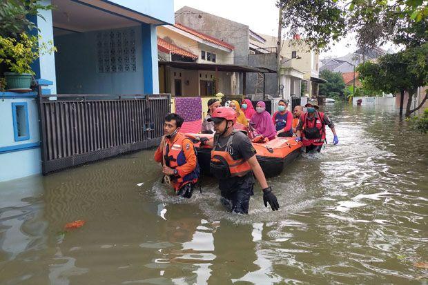 Banjir Tak Kunjung Surut, Warga Griya Cimanggu Indah Akhirnya Mengungsi