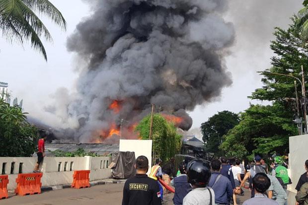 Kebakaran di Kebayoran Lama, 18 Mobil Damkar Dikerahkan