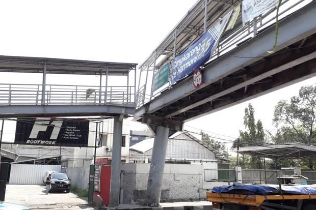 Jambret Sadis Beraksi di JPO Cilandak Timur, Ibu-Ibu Disekap dan Dipukul