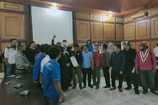 Dukung Mahasiswa, DPRD Palopo Nyatakan Sikap Tolak UU Omnibus Law