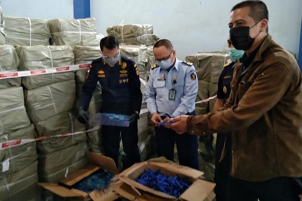 Bea Cukai Bongkar Peredaran 185 Karton Pisau Cukur Impor Palsu dari China