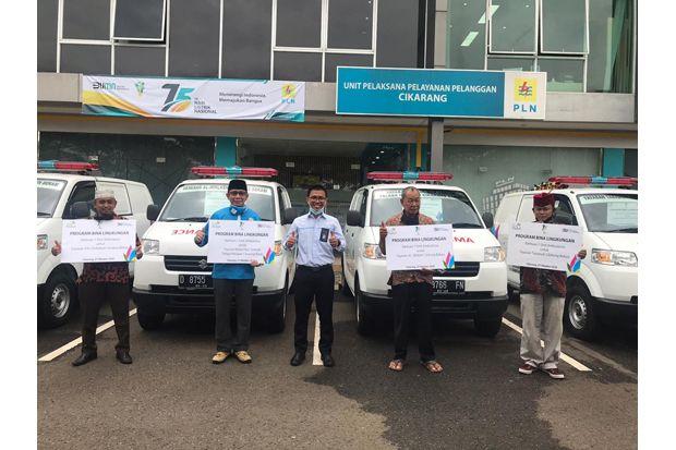 PLN UP3 Cikarang Salurkan Bantuan 4 Ambulans untuk Warga Bekasi