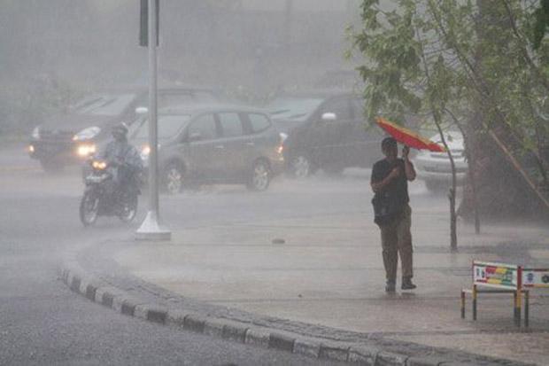 Jakarta Diguyur Hujan, 7 Ruas Jalan Tergenang dan 4 RT Terendam Banjir