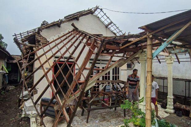 Diterjang Angin Kencang, Rumah Warga Mojokerto Porak-poranda