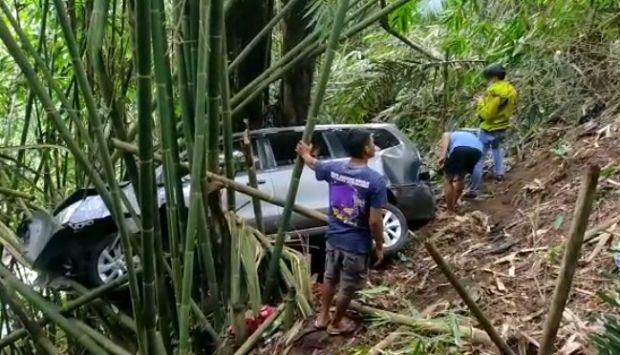 Hilang Kendali, Mobil Wisatawan Terperosok ke Jurang di Jalur Maribaya-Lembang