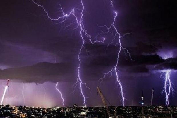 Prakiraan BMKG: Jaksel, Jakbar, dan Jaktim Hujan Disertai Petir pada Siang Hari