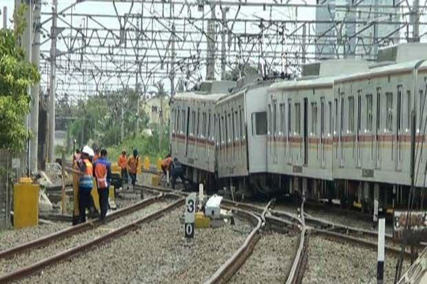 KRL Bekasi - Jakarta Kota Anjlok di Stasiun Kampung Bandan, Sejumlah Perjalanan Dialihkan