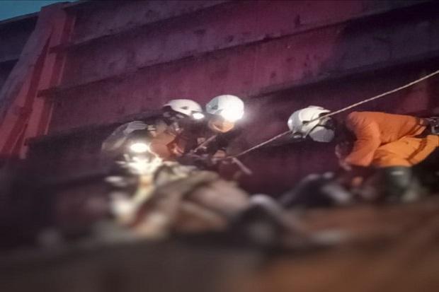 Pencari Besi Rongsokan Tewas Terjebak di Kapal Tongkang