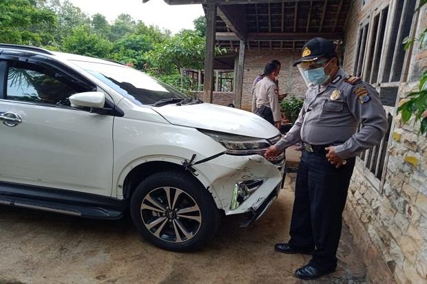 Jalan Alternatif Semanu Menuju Pantai Makan Korban, Mobil Wisatawan Asal Semarang Hantam Pemotor hingga Tewas