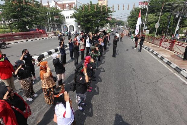 KBRS Upacara Bendera di Jembatan Merah Surabaya dan Tabur Bunga