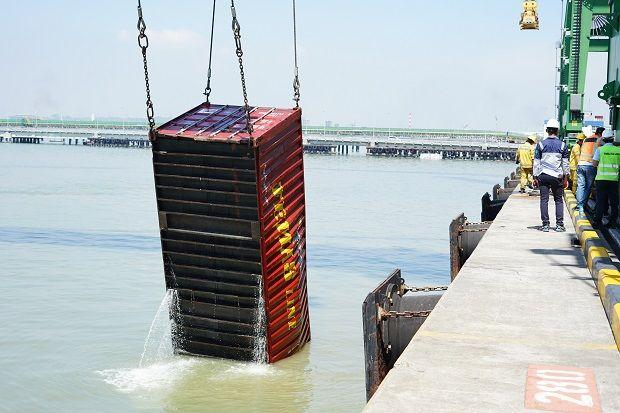 MV. Mentari Crystal Karam, Terminal Teluk Lamong Pastikan Pelayanan Tetap Lancar