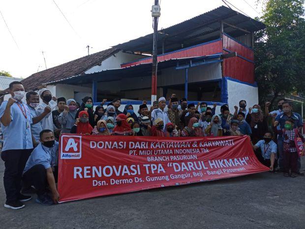Sisihkan Gaji, Karyawan Alfamidi Patungan Renovasi TPA di Pasuruan