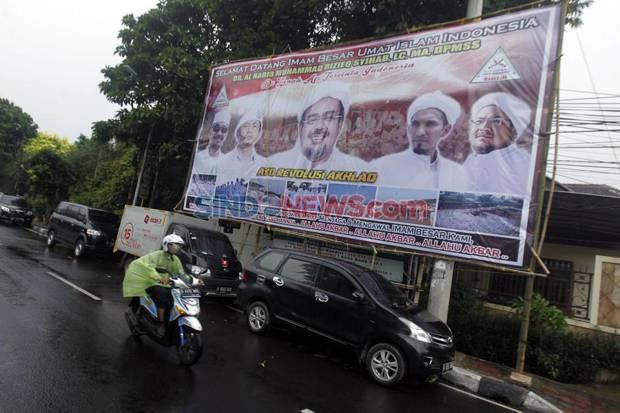TNI Turunkan Baliho Habib Rizieq, FPI: Nanti Satpol PP Disuruh Perang?