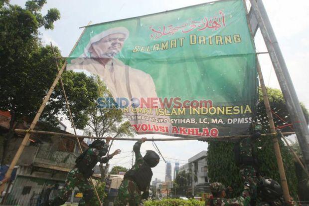 TNI Copoti Spanduk Habib Rizieq Shihab, Ini Kata Warga Petamburan