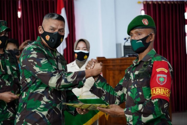 Sinergi Ungkap Narkoba Bersama Polri, Serka Abusari Terima Penghargaan Danrem 143/HO