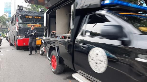 Polisi Bertebaran di Petamburan Jelang Kedatangan Kapolda dan Pangdam Jaya