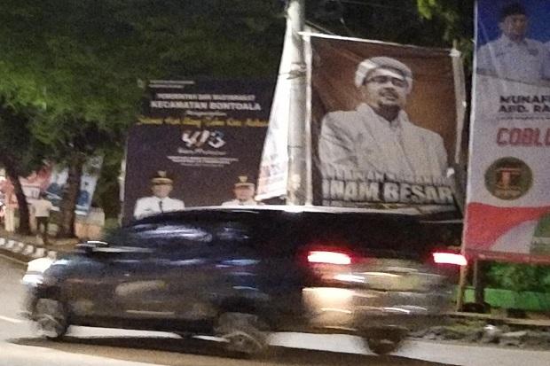 Hindari Keributan, Tengah Malam Satpol PP Kota Makassar Turunkan Baliho Habib Razieq