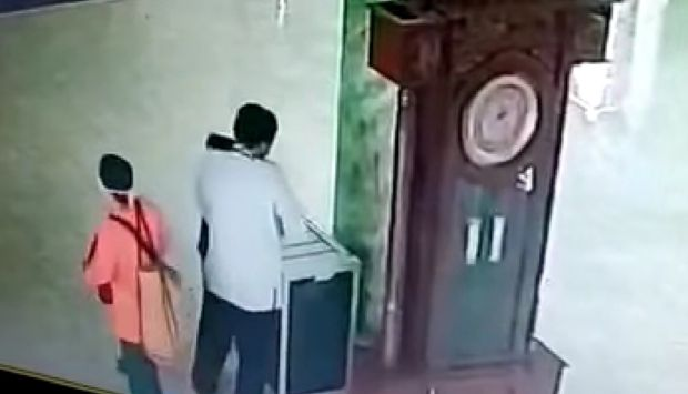 Satu Keluarga Pencuri Kotak Amal Ditangkap, Hanya Suaminya yang Ditahan