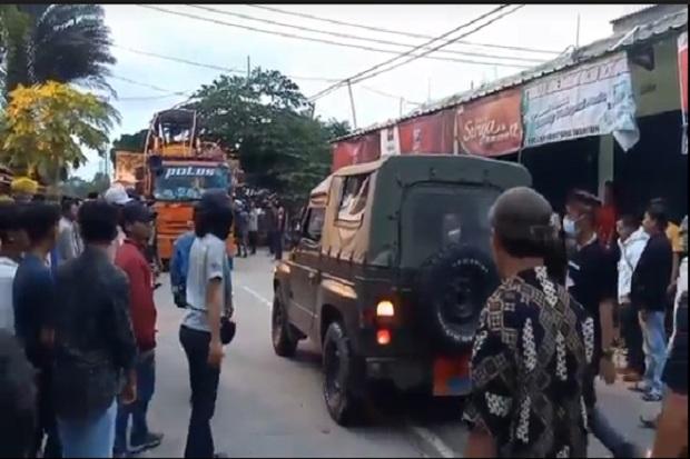 Warga dan Santri Banten Pukul Mundur Alat Berat yang Dikawal Pasukan Marinir