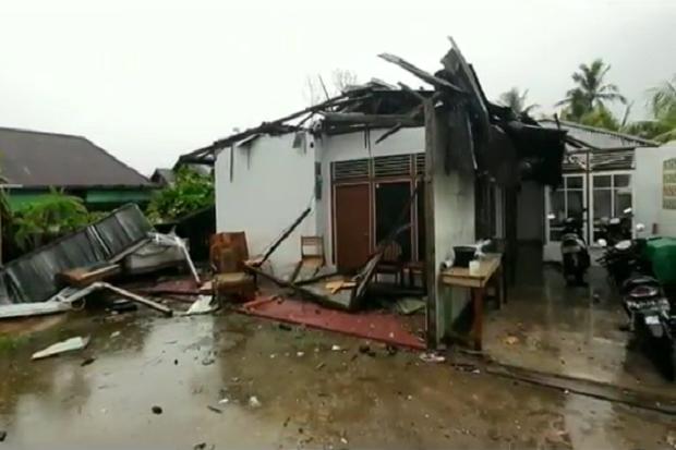 Diterjang Puting Beliung, Belasan Rumah di Singkawang Rusak dan 1 Warga Terluka