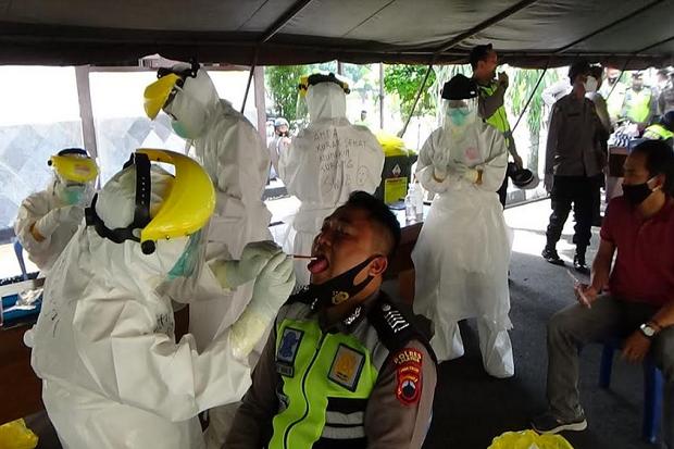 Tugas Pengamanan Pilkada, Puluhan Personil Polres Salatiga Jalani Tes Swab