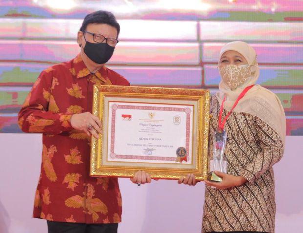 Terima Dua Penghargaan, Khofifah: Pendorong Tingkatkan Inovasi dan Layanan Publik