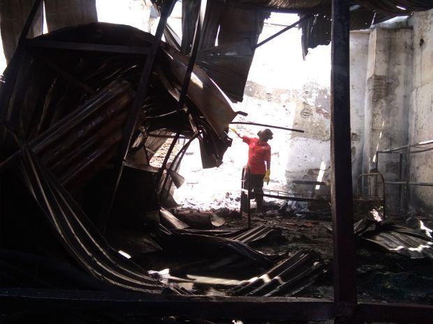 Kebakaran Hanguskan Ruko Penjualan Spare Part Mobil dan Gudang Konveksi