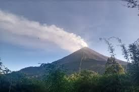 Suara Gemuruh Masih Sering Terdengar di Gunung Karangetang